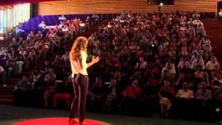 Le voyage pour découvrir du monde, le retour pour construire l'avenir   Mathilde Vera   TEDxRéunion