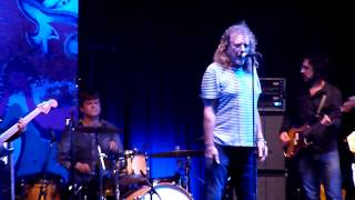 Robert Plant - Argentina HD - Funny in My Mind (I Believe I'm Fixin' to Die) - 02-11-2012 (13/17)