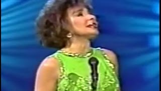 Shirley Bassey - Wind Beneath My Wings (1990 Live)