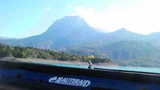 Kayak de mer sur le lac Serre Poncon dans les Hautes Alpes