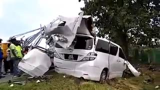 Toyota Alphard Vellfire MPV Accident Rip Appart Wreckage Bentong Kedah Malaysia