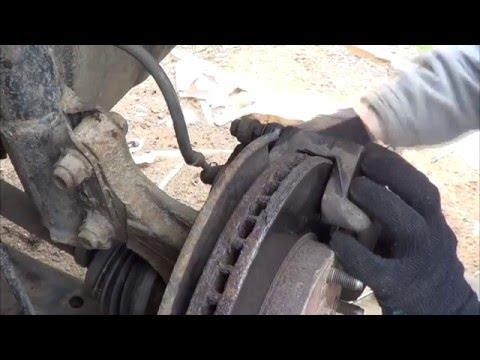 Замена передних колодок Toyota RAV4