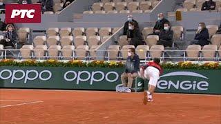 Novak ponovo pogodio sudiju, ovoga puta bez posledica