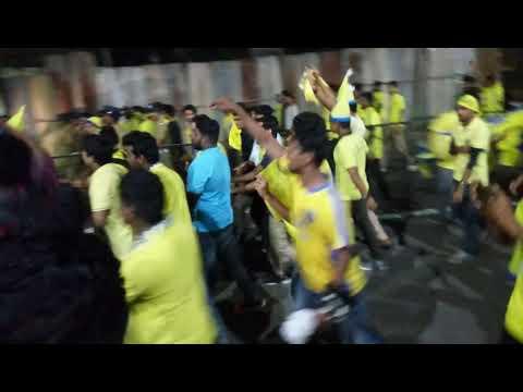 After match Fight Kerala Blasters fans v/s Bangalore fans rival outside stadium in Kochi|KBFC|footba