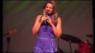 Cristina Calixto - Performance de cumprimentos