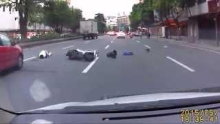 DQNがバイクで逃走するが事故る