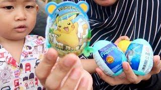 Borong Surprise Egg Banyak. Dapat Hadiah Apa ya? Unboxing Mainan Anak Kesukaan Adik Rafa