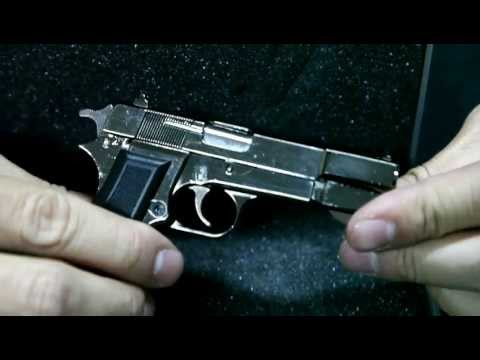 Browning Hi-power M1935 1:2 scale model review by CRW-airsoft.com