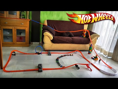 HOT WHEELS NA SALA!! Pista Track Builder com Carros da Hotwheels - Race Toy Cars in the Living Room