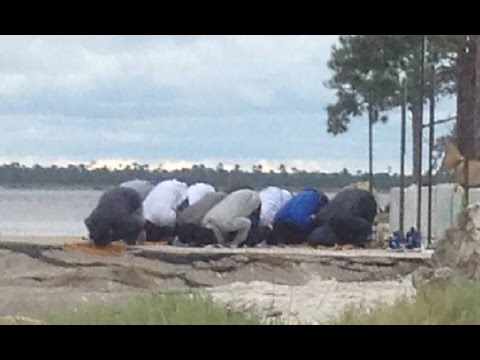 Muslims Praying On Beach Causes PANIC In Florida