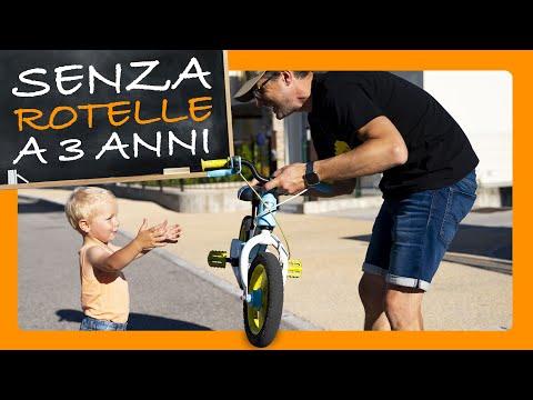 Come insegnare ad andare in bicicletta ai bambini senza rotelle a 3 anni
