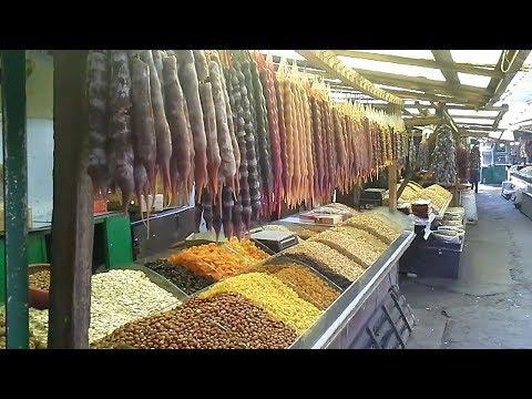 Продуктовый рынок и барахолка Навтлуги в Тбилиси.