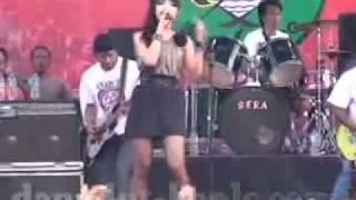 Do Re Mi   Lara Silvy   Sera Launching Persibo 2012 flv