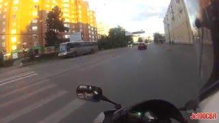 Про мудаков на мотоциклах.