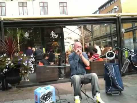 Dave Crowe Beatboxing in Gothenburg Harmonica