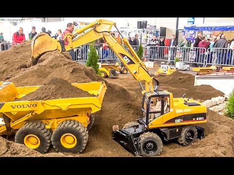 BIG RC 1:8 scale excavator Caterpillar at work! Amazing construction model!
