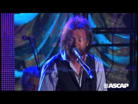 Ronnie Dunn performs