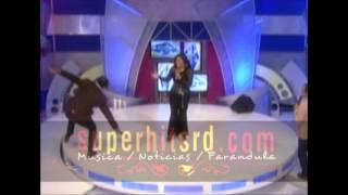 Michael Miguel se cae de extremo a extremo en el programa de tv en vivo