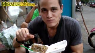 "Eating Live ""dancing Shrimp"" (goong Ten, กุ้งเต้น) In Bangkok, Thailand"