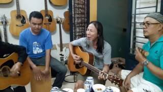 """Rocker Chu Minh Ký với """"I Started A Joke"""" tại CLB Nhạc cụ VŨ UYÊN"""