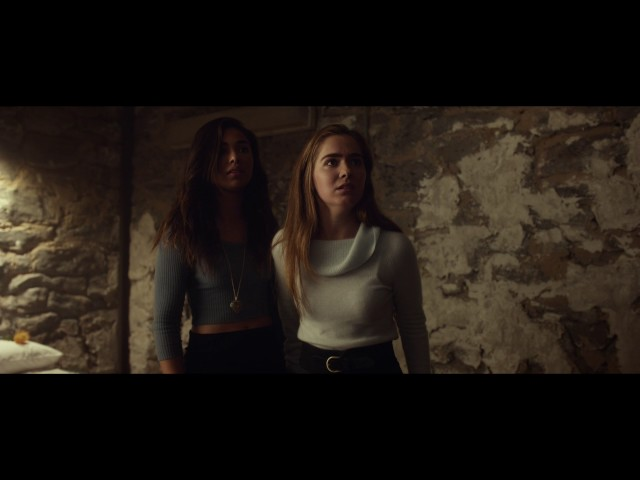 Split | clip - Patricia Tries To Reassure