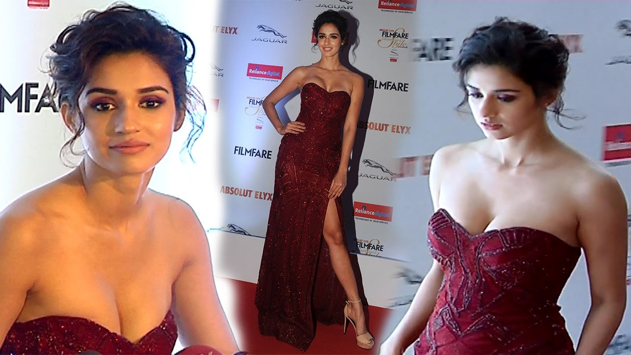 Disha Patani 2015: Disha Patani In Red Strapless Gown At Filmfare Glamour And
