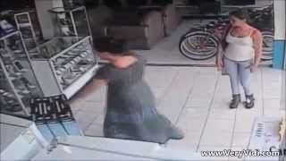 Hırsız Kadın Bakın Koca Kutuyu Neresine Sakladı