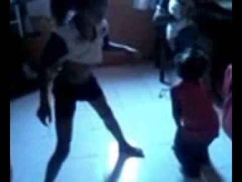 Brenda e Maria Eduarda dançando bonde das maravilhas muito bom ! [2:27x144p]