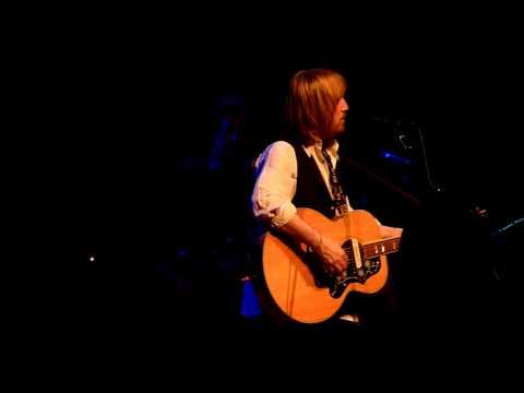 To Find A Friend - Tom Petty & The Heartbreakers - KCSN Benefit - Northridge, CA - 10/29/11