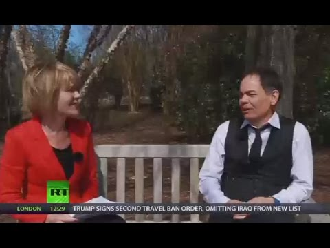 Keiser Report: Big Money in Space Junk (E1041)