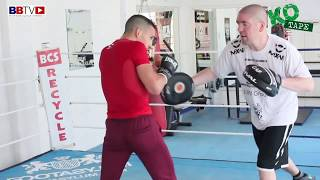 FORMER SPARRING PARTNER OF JUAN MANUEL MARQUEZ WORKS PADS WITH ARNIE FARNELL