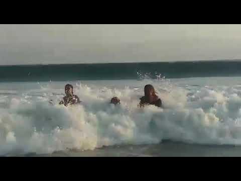 Fuertes olas se llevan a 2 niños playa miramar(manzanillo colima)