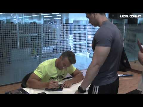 James Ellis Meet fans at Scitec Nutrition Supplement Store & Fitness, Malaysia