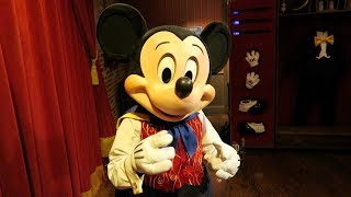 Talking Mickey Performs His Magical Card Trick !