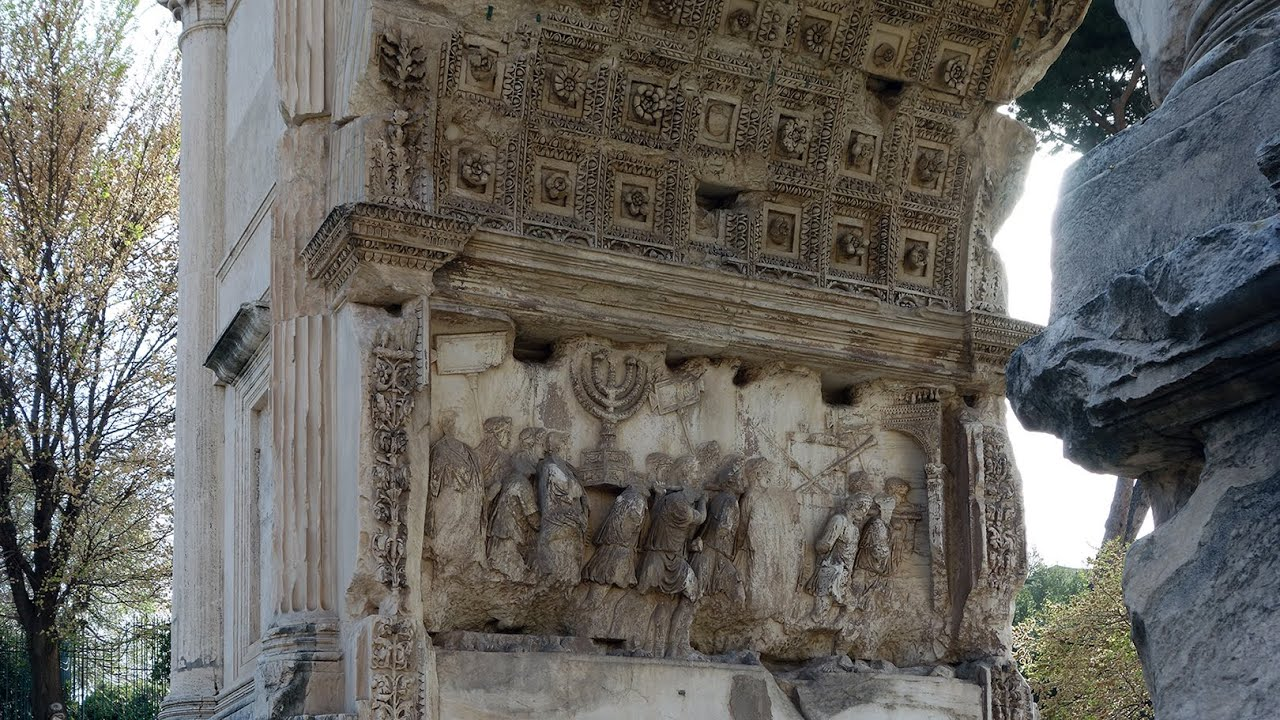 arch of titus The controversial arch of titus this tribute to the roman emperor is shameful for the jews in fact it is known that the jewish community, who live in or visit the italian capital avoid it.