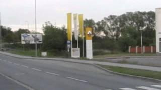Zastávka Mototechna a její přístřešek již s plechovou zadní stěnou, 28. 5. 2012