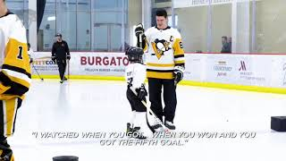 Sidney Crosby has an adorable exchange with a young hockey fan