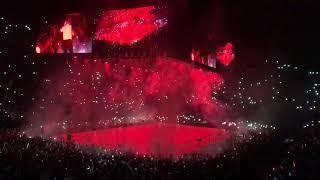 """Drake, seul en scène à Bercy, dans un show absurde à 360° : """"Déjà le debrief"""""""