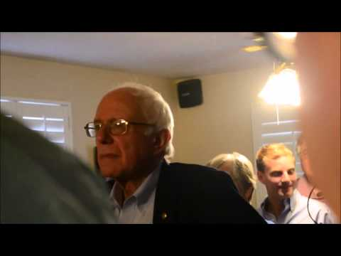Bernie Sanders holds Q&A session in a Louisiana home, up close & personal. No handlers, no security. People who talk are brought next to him. He asks questions & wants to hear what everyday people think. What other candidate does this?