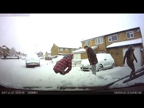 DRIVING IN THE SNOW FAIL - UNITED KINGDOM UK 2018