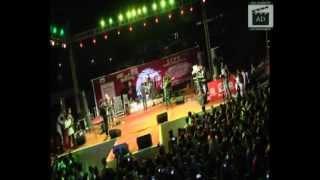 kk performing yaaron live 10,000 people sings along with kk