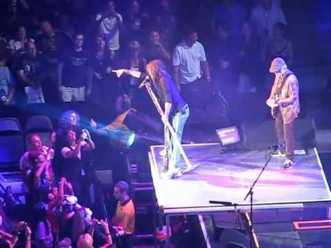 Aerosmith.Living on the Edge.Live in Toronto.2010