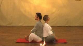 Schmetterling / Bhadrasana - Partner Yoga für Schwangere