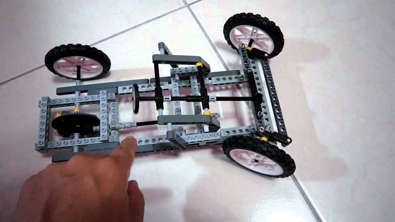 A LEGO car with differential mechanism and steering system 110925 (樂高仿真車)