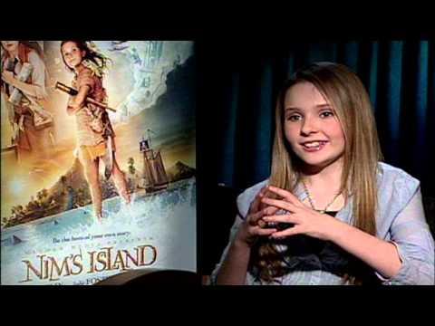 Actors Abigail Breslin Amp New Family Movie Nim S Island