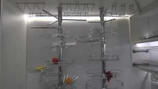 видео Аксессуары для барной стойки на кухне: держатели бокалов и корзины