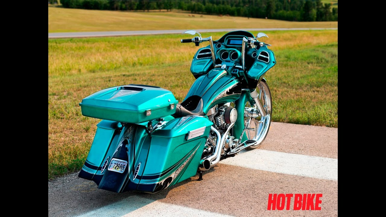 Custom motorcycles show - choppers and baggers Harley Davidson