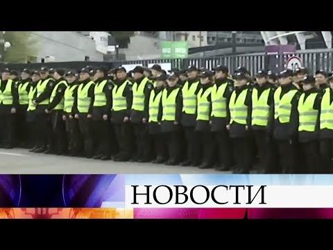 На стадионе в Киеве идут последние приготовления к дебатам Петра Порошенко и Владимира Зеленского.