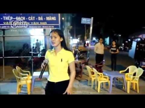 Chuyện không thể ngờ về Hoài Linh, Chí Tài, Trường Giang giúp cô gái bán kẹo kéo