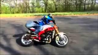 【神業】凄すぎる!! 400CCのバイクを自由自在に操る thumbnail